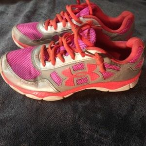 Under Armour Female Shoes Size 7Y